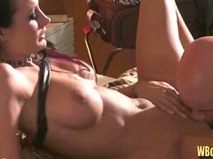 Alektra Blue gets her Pussy Licked and Fingered