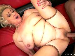 Granny gets her pussy licked hard and sweet