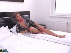 Short haired mature lady masturbating