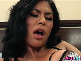 exotic cougar gets her mouth fucked by big cock